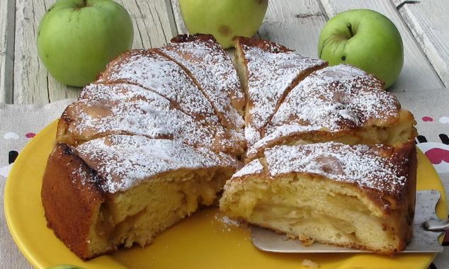 Рецепт шарлотки с яблоками простой на молоке