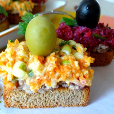 Горячий сэндвич на сковороде с яйцом на завтрак   Меню недели